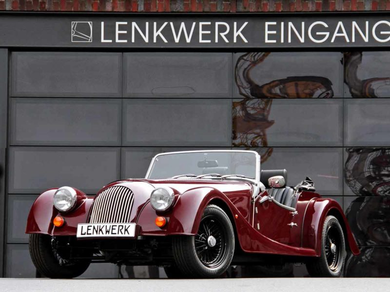 Morgan Flaving Filiale in Bielefeld - Rotes Auto vor Garagentor