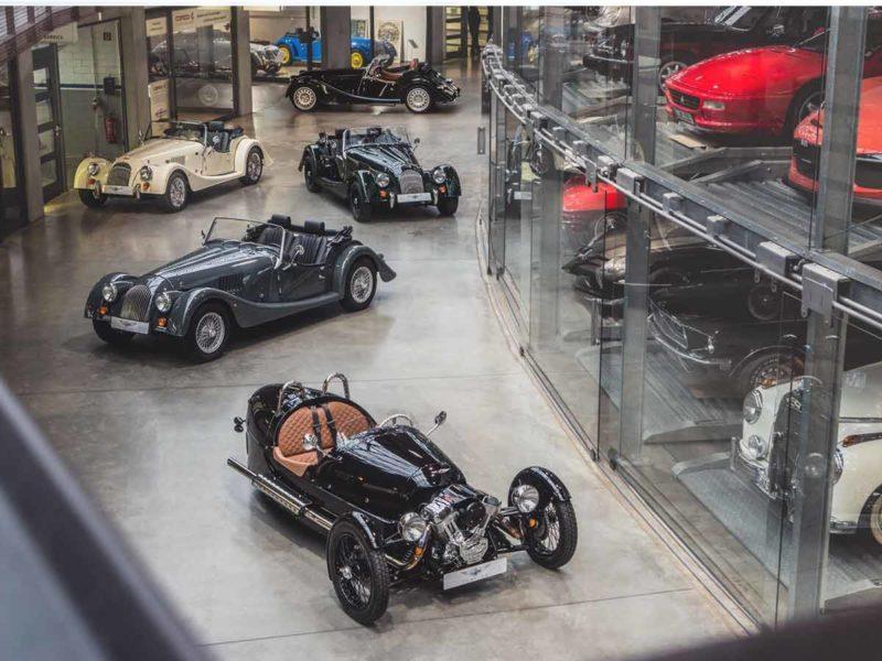 Morgan Flaving Filiale in Düsseldorf - Große Auto Verkaufsfläche mit vielen Modellen